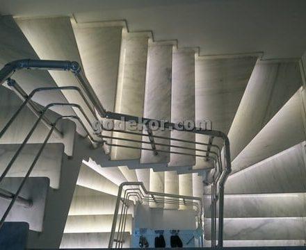 Merdiven basamaklarında Led Işığı